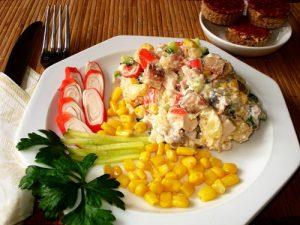 Салат с селедкой и крабовыми палочками