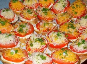 Бутерброды пикантные с помидорами