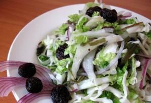 Салат из пекинской и белокочанной капусты