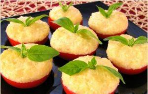 Pomidori_s_sirom_i_chesnokom