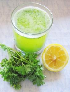 Витаминный напиток из петрушки