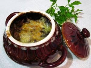 Телятина с черносливом в горшочке