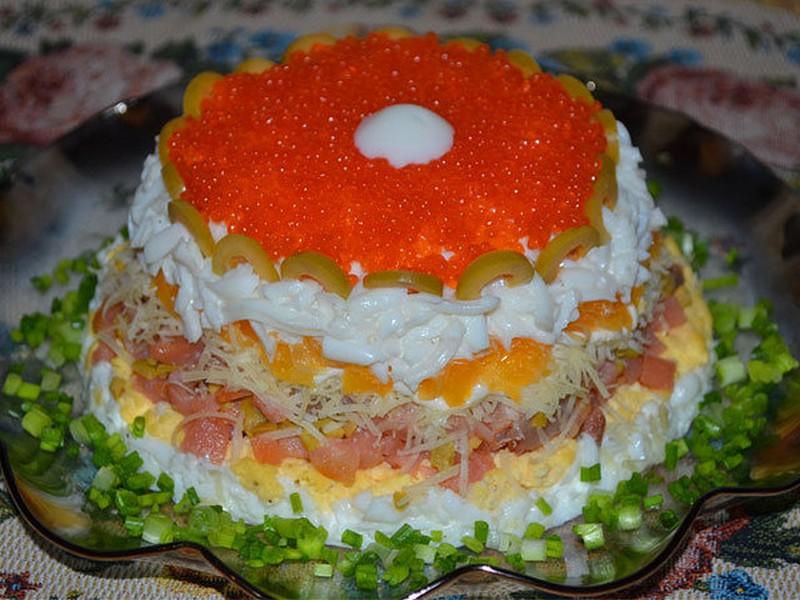 рецепт салата по царски с икрой и красной рыбой