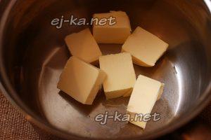 Сливочное масло нарезать
