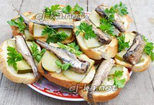Бутерброды со шпротами и огурцом «Острячки»