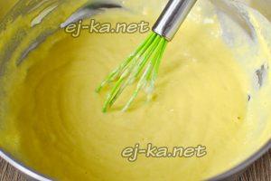 хорошо перемешивает тесто для оладий на кефире