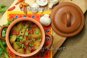 Горшочки с мясом и картофелем и грибами в духовке