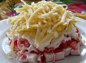 salat_krabovie_palochki_sloi