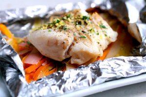 Рыба, запеченная в фольге с картошкой кусочками