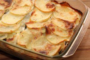 Картофельная запеканка с фаршем в духовке пошагово