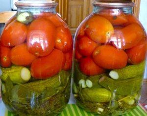 pomidory-s-ogurcami-na-zimu-palchiki-oblizhesh