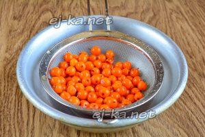 Подготовить ягоды облепихи для варенья