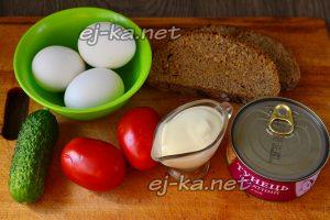 Ингредиенты для салата с тунцом и овощами