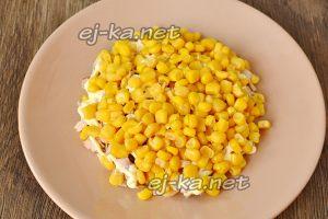 На мясо выложить кукурузу