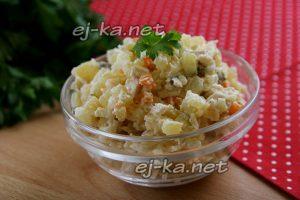 """Готовый салат """"Оливье"""" с курицей"""
