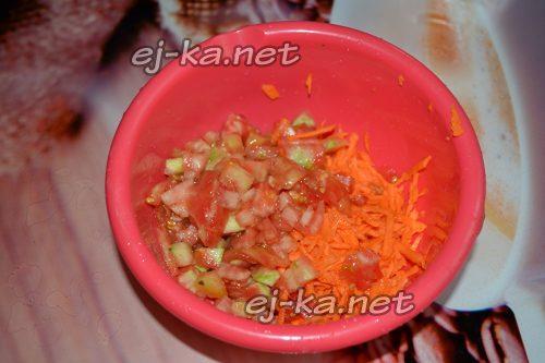соединить помидоры и морковь