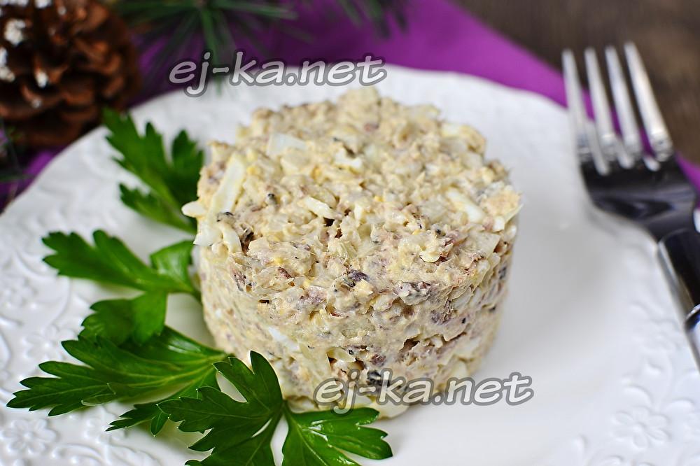 Салат из рыбной консервы
