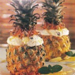 Миниатюра к статье Фруктовый салат в ананасе