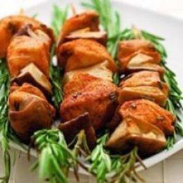 Миниатюра к статье Шашлычки из курицы и белых грибов
