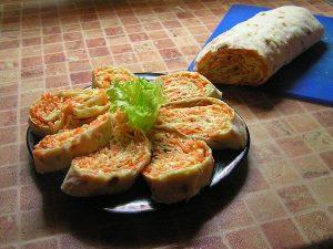 Закуска из лаваша с корейской морковью
