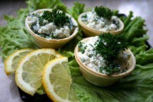 recept-tartaletki-s-tvorogom-i-chesnokom
