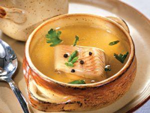 lukovyj-sup-s-rybnymi-konservami