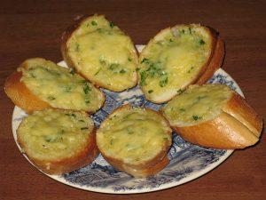 Гренки с чесноком и сыром «Вкуснятина»