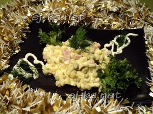 Салат «Оливье» с колбасой и солеными огурцами: рецепт с фото