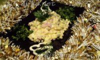 Праздничный салат «Оливье» с колбасой