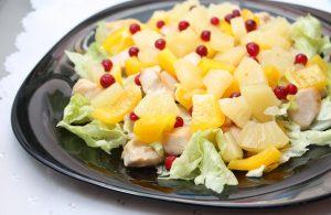 Салатик с ананасами и курицей