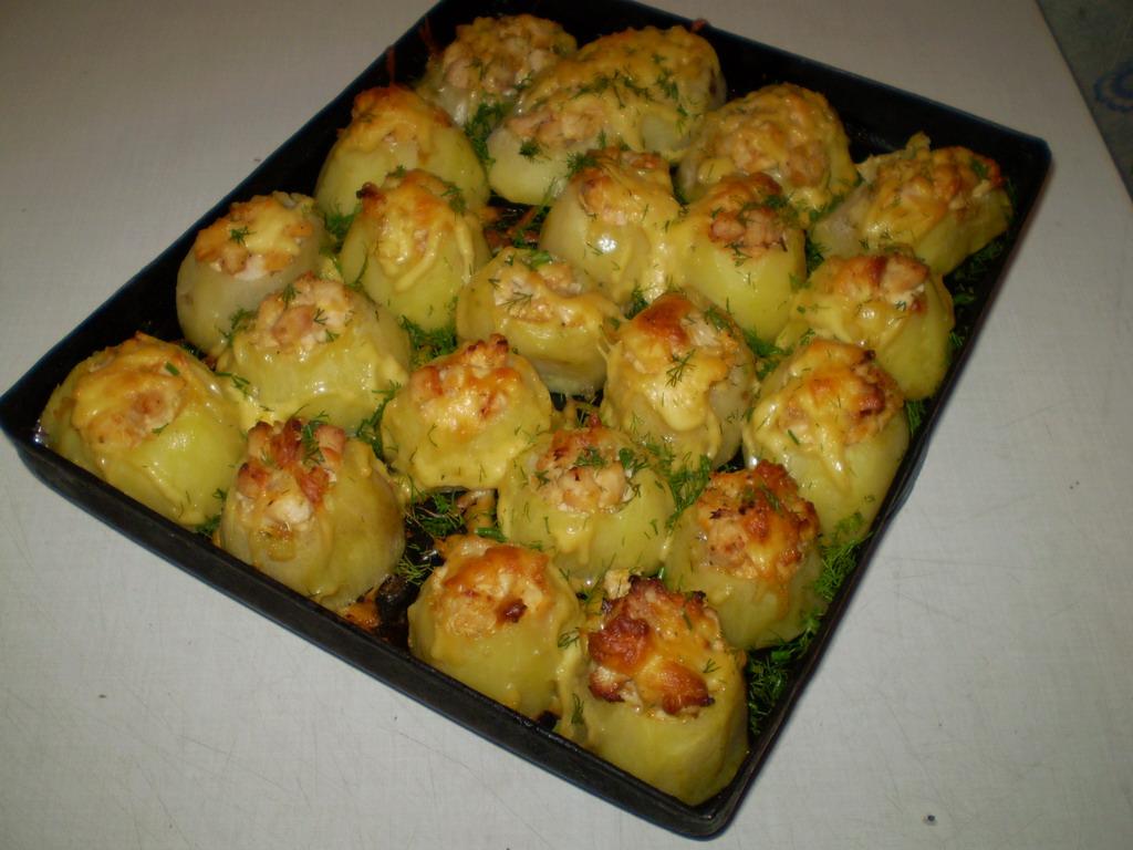 Как приготовить вкусно картошку в духовке с майонезом и сыром