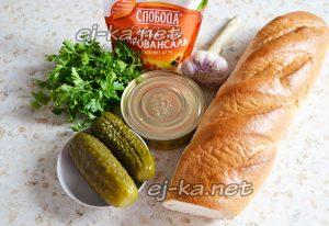 Ингредиенты для бутербродов со шпротами и огурцами
