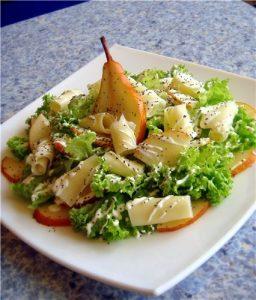 Салат с грушами и сыром