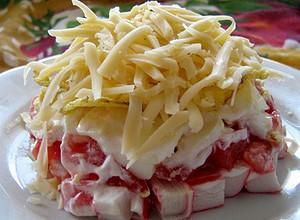салат из крабовых палочек с кукурузой обычный рецепт