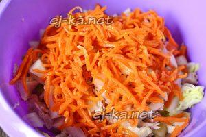 добавляем корейскую морковку