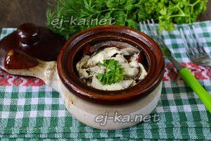 Курица в горшочках с картошкой и грибами в духовке