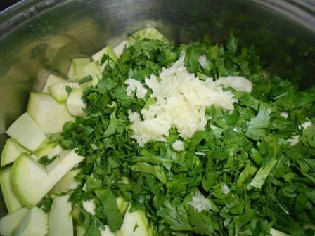 добавить зелень и чеснок
