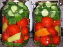 pomidory-s-ogurcami-na-zimu-palchiki-oblizhesh-recept-s-foto