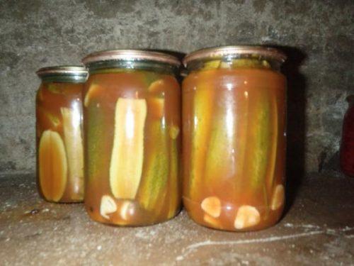 Огурцы с кетчупом чили на зиму