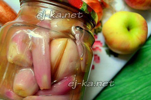 Маринованный лук в яблочно-виноградной заливке