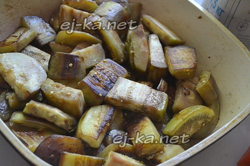 Обжарить баклажаны на сковороде
