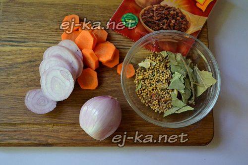 Подготовить лук и морковь
