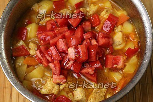Добавить в овощное рагу с курицей помидоры