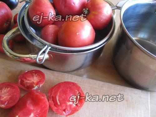 Разрезать помидоры для соуса