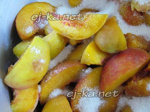 персики засыпать сахаром