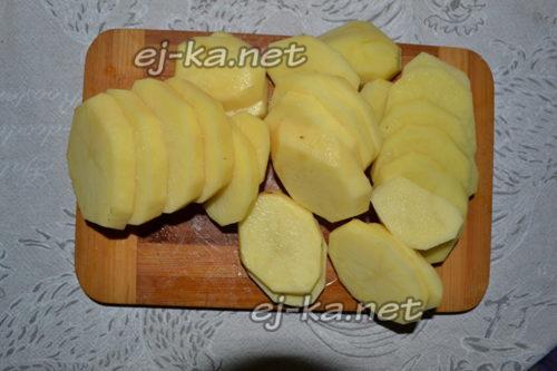 картофель почистить и нарезать кружочками
