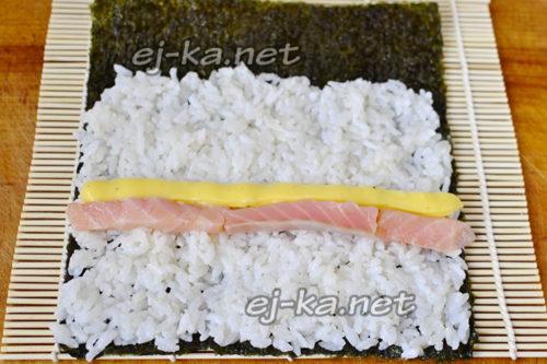на рис выложить рыбу