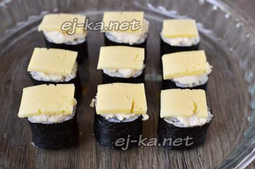 накрыть сыром