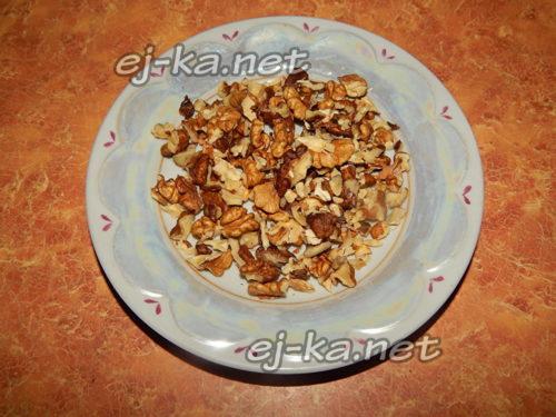 измельчить орехи