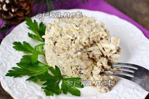 готовый салат украшаем зеленушкой